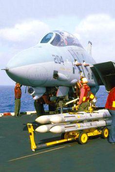 Navy Aircraft, Military Aircraft, Fighter Aircraft, Fighter Jets, Fun Fly, F14 Tomcat, Uss Nimitz, Diorama Ideas, Flight Deck