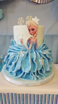 Ideas For Birthday Cake Princess Disney Cinderella Dresses Elsa Birthday Cake, Frozen Themed Birthday Cake, Themed Cakes, Frozen Doll Cake, Frozen Dolls, Frozen Fondant, Bolo Elsa, Pastel Frozen, Rodjendanske Torte