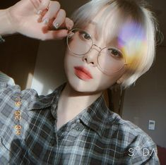 Pin by 라솔 on Shut up Ana in 2020 Short Dyed Hair, Asian Short Hair, Girl Short Hair, Short Hair Cuts, Shot Hair Styles, Long Hair Styles, Ulzzang Hair, Ulzzang Tomboy, Tomboy Hairstyles
