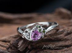 イチゴモチーフの婚約指輪