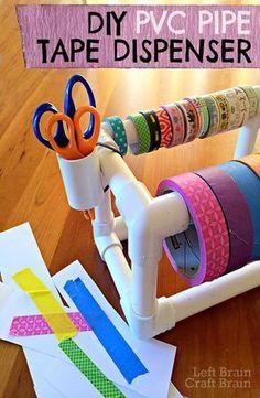 DIY Craft Ideas de habitaciones y de arte del sitio Proyectos Organización - DIY tubo de PVC Dispensador de cinta - Cool Ideas para hacerlo usted mismo Artesanía de almacenamiento - tela, papel, bolígrafos, herramientas creativas, artesanía suministros y nociones de costura | http://diyjoy.com/craft-room-organization