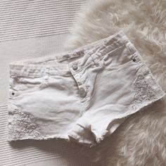 Zara White Lace Denim Shorts 💗 Super cute and detailed white denim shorts! Really pretty lace on the sides. I'm selling them because they are too small for me! Great condition. No trades! 😋❤️ Zara Jeans