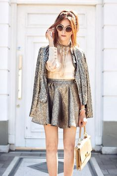 Sometimes more is more! So why not wear a golden skirt with a golden sequined jacket? I love this girly outfit with high heels.