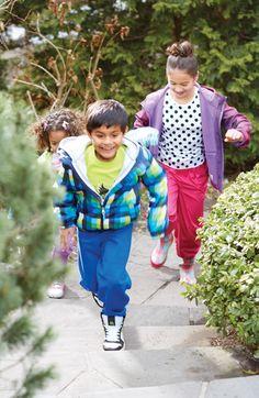 Entre deux saisons, habillez vos enfants de plusieurs couches de vêtements. #mode