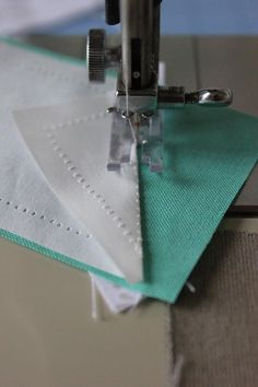 When I shared my first feathered star I got a few comments about using the freezer paper foundation piecing method. Quilting Tips, Quilting Tutorials, Machine Quilting, Quilting Projects, Quilting Designs, Quilt Art, Freezer Paper Crafts, Paper Peicing Patterns, Paper Pieced Quilt Patterns