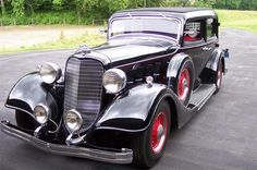 old lincoln cars | 1934 Burgandy Lincoln Town Car Car Picture | Old Classy Car Photos
