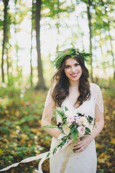 Romantische Braut im Greenery Trend   Foto von Mango Studios   www.hochzeitsplaza.de/real-weddings   #hochzeit #hochzeitsplanung #greenery #braut #brautkleid #hochzeit2017
