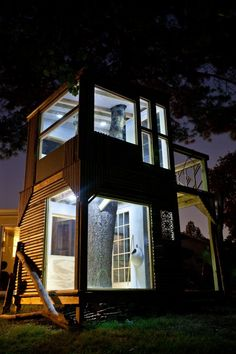 Night view of the tree house.