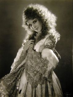 Mary Philbin as Dea