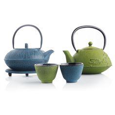 Reúne a las personas más especiales alrededor de esta milenaria tradición. Acompáñala con esta hermosa tetera elaborada en hierro que trae su filtro en acero. #tea #teashop http://www.elretirobogota.com/esp/?dt_portfolio=tea-shop