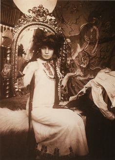 "In mucha's studio - paris 1898. Fabulous ""behind the scenes"" photo. Alphonse Mucha is one of my Favorite Artists!"