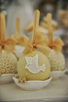 1a comunion Chocolate Covered Apples, Caramel Apples, Mini Cakes, Cupcake Cakes, Cake Pops, Carmel Candy, Gourmet Candy Apples, First Holy Communion Cake, Baptism Cookies