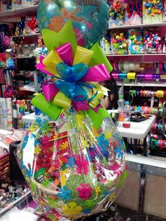 52 ideas birthday gifts for boyfriend creative Creative Gift Baskets, Candy Gift Baskets, Themed Gift Baskets, Candy Gifts, Creative Gifts, Gift Bouquet, Candy Bouquet, Balloon Bouquet, Birthday Gifts For Boyfriend