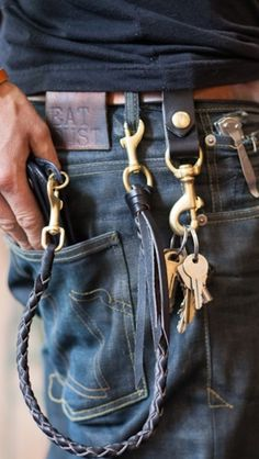 the life of a butcher´s hook - Mode - Denim Fashion Raw Denim, Denim Jeans, Wallet Chain, Mode Inspiration, Mode Style, Leather Working, Stylish Men, Denim Fashion, Gentleman