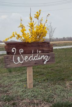 Wood Wedding Sign / http://www.deerpearlflowers.com/country-rustic-fall-wedding-theme-ideas/