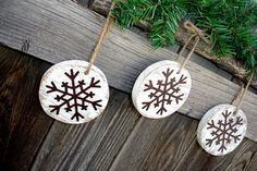 I would love to see these wood snowflakes hanging by my door at the country cottage