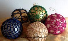 palline di natale all'uncinetto schemi - manifantasia 1st Christmas, Christmas Carol, Christmas Balls, Christmas Crafts, Christmas Ornaments, Crochet Christmas, Crochet Stone, Crochet Ball, Crochet Decoration
