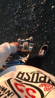 Most Popular Grunge Photography Skate Ideas Skateboard Photos, Skate Photos, Skateboard Girl, Skateboard Tumblr, Supreme Skateboard, Skateboard Tattoo, Skateboard Clothing, Skateboard Shelves, Burton Snowboards