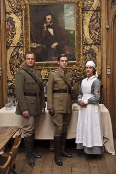"Hugh Bonneville as Robert Crawley, Dan Stevens as Matthew Crawley and Jessica Brown Findlay as Lady Sybil Crawley in ""Downton Abbey"" Matthew Crawley, Robert Crawley, Best Tv Shows, Best Shows Ever, Downton Abbey Series, Lady Sybil, Hugh Bonneville, Photo Souvenir, Downton Abbey Fashion"