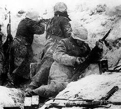 1944, Belgique Bastogne, Des Waffen-SS au combat, dans la neige pendant l'offensive allemande dans les Ardennes | Flickr - Photo Sharing!