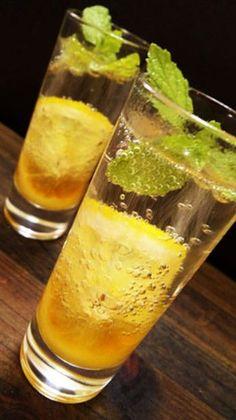 ■ハニージンジャーリモネード  はちみつ、生姜にレモンと、体にいい素材をたっぷり使った、さっぱり味のドリンクレシピです。ミントを浮かべ、見た目にも爽やかです。