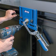 Another innovation from Kreg - the cabinet hardware jig removes the guesswork by allowing you to drill straight, accurately positioned holes every time, so that every piece of hardware is positioned correctly and consistently.