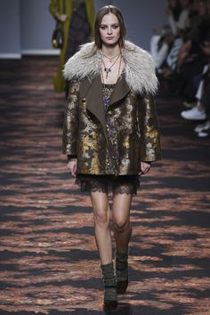#Etro  #fashion  #Koshchenets      Etro Fall 2016 Ready-to-Wear Collection Photos - Vogue