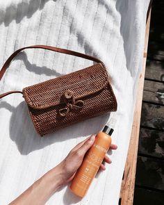 *NEW POST* Wishlist beauté et maquillage : les cosmétiques must-have à glisser dans votre trousse de voyage ! Soins du visage et corps,  poudres bronzantes et correcteurs, illuminateurs … En savoir plus : http://www.potoroze.com/blog/20-07-2017/blog-beaute/wishlist-beaute-maquillage-cosmetiques-trousse-de-voyage?utm_content=buffer29e27&utm_medium=social&utm_source=pinterest.com&utm_campaign=buffer  *NEW POST* Wishlist belleza y maquillaje: los cosméticos must-have que llevar en tu neceser de…