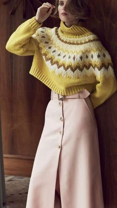 tricot pullover court et jupe longue automne hiver (knit sweater wool and skirt fall winter) Knitwear Fashion, Knit Fashion, Sweater Fashion, Fashion Mode, Trendy Fashion, Style Fashion, Trendy Style, Look Retro, Winter Skirt
