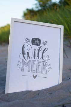 """Mein """"Ich will Meer"""" Handlettering an den richtigen Ort gebracht: An den Strand! - The little thins - Event planning, Personal celebration, Hosting occasions Diy Birthday Sash, Birthday Cards, Pina Colada, Cricut, Calligraphy Quotes, Brush Lettering, Picture Frames, About Me Blog, Doodles"""