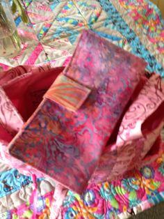 Batik pink wallet Pink Purses, Quilts, Wallet, Sewing, Knitting, Tableware, Etsy, Dressmaking, Dinnerware