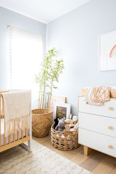 Louella's natural girl room with pastel baby room - DIY Kinderzimmer Ideen Baby Bedroom, Baby Room Decor, Kids Bedroom, Nursery Decor, Nursery Ideas, Wood Nursery, Nursery Modern, Bedroom Ideas, Nursery Furniture