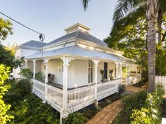 29 Cordeaux Street, West End, Qld 4101 - Landhaus Queenslander House, Weatherboard House, Colonial, Cottage Exterior, White Cottage, Australian Homes, Facade House, Old Houses, Wooden Houses