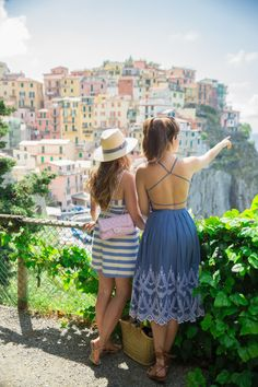 classy-inthecity.com Your Dose Of Classy! : Photo Travel Outfit Summer, Summer Outfits, Summer Dresses, Travel Outfits, Work Outfits, Rosie Londoner, Seaside Towns, Cinque Terre, Preppy Style