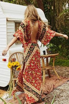 Turn heads in the beautiful 'Anjuna' statement maxi dress. In a dreamy red or blue floral print, this vintage, boho style cotton dress is a loose fit with pretty bell sleeve, an open back and cinched at the waist to enhance and flatter. The sides have a cut out feature providing a unique and flattering silhouette.
