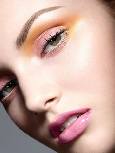 Pretty fresh palette - light pink gloss lips, yellow-orange and rose eye-shadow. Looks great with her green eyes, pale skin, skin one tone.