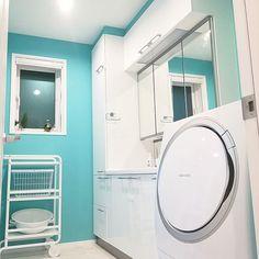 女性の、4LDK、家族住まいの「バス/トイレ」についてのインテリア実例 Stacked Washer Dryer, Washer And Dryer, Washing Machine, Laundry, Home Appliances, Cabinet, Storage, Interior, Furniture