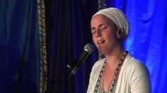 """Nirinjan Kaur Sings """"Samrath Guru"""" Live at Sat Nam Fest"""
