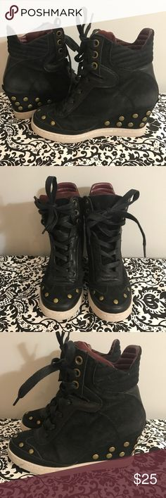 f462360b829 Report wedge booties Gently used. Size 7 Report Shoes Wedges Sweet
