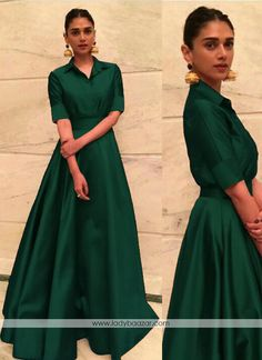 Appear stunningly desirable in this green tafeta silk designer gown. The appears to be chic and great for any party. (Slight variation in color, fabric & work is possible. Model images are o. Indian Designer Outfits, Designer Gowns, Indian Outfits, Long Gown Dress, Lehnga Dress, Indian Gowns Dresses, Pakistani Dresses, Dresses Dresses, Formal Dresses