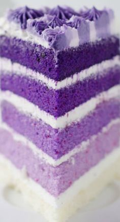 This purple, violet, and lavender cake reminds us of Shimmer's regular genie out. - This purple, violet, and lavender cake reminds us of Shimmer's regular genie outfit! Bake an ombre - Purple Ombre, Purple Rain, Shades Of Purple, Purple Velvet, Dark Purple, Purple Flowers, Lavender Cake, Lavander, Pink Lila