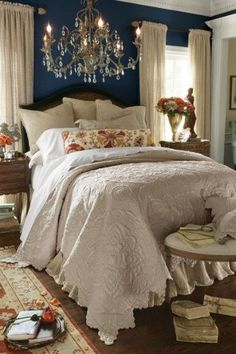 Relaxing French Country Bedroom Design and Decor Ideas that are Full of Charm - Home and Gardens French Country Bedrooms, French Country House, French Cottage, French Country Bedding, Country Bathrooms, Bedroom Country, Rustic French, Country Kitchens, Shabby Cottage