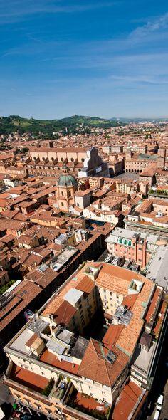 #Bologna - Adelini Riccardo - vista aerea con Piazza Maggiore e la Basilica di San Petronio. Bologna - Aerial view of Piazza Maggiore and St. Petronio's cathedral. #Italy