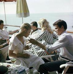 Alain Delon, avec Romy Schneider à Cannes, 1959
