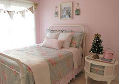 Mimi's Vintage Charm...: Averi's Bedroom: dressed up for Christmas...