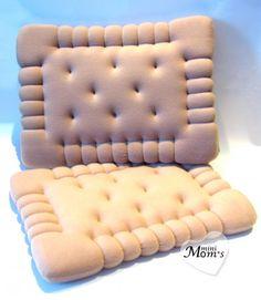 Интерьерная подушка изготовлена в виде галетного печенья, которое очень любят малыши! Украсит любой диван, или детскую комнату. Размер подушки 50*40*5 см. Возможно изготовление по индивидуальным размерам. Наполнитель подушки -поролон, ткань -флис. Очень удобно использовать такую подушку для сиденья , когда малыш играет на полу.Такая декоративная подушка отлично дополнит Ваш подарок вместо открытки или цветов!