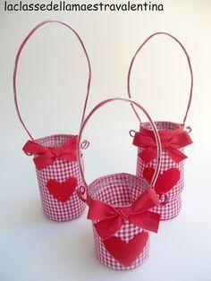 Raccolta di progetti e lavori di un'insegnante molto creativa Reuse Recycle, Valentino, Christmas, Crafts, Tin Cans, Angels, Community, San, Diy Creative Ideas