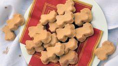 Vánoce za dveřmi: Nevídané zázvorové nafukovačky | Hobbymanie.tv - ta nejlepší stáj pro všechny vaše koníčky Gingerbread Cookies, Christmas Cookies, Candy Recipes, Biscuits, Xmas, Xmas Cookies, Crack Crackers, Christmas, Ginger Cookies