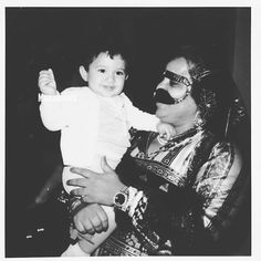 Rashid bin Mohammed bin Rashid Al Maktoum con Mama Nora. Vía: mamanooora