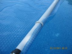 I have a solar cover for my pool round) and now I'm looking for the most convenient and inexpensive way to remove and store the cover. Above Ground Pool Cover, Above Ground Pool Liners, Pvc Pool, Diy Swimming Pool, Above Ground Pool Landscaping, Backyard Pool Landscaping, Mini Pool, Pool Cover Roller, Solar Blanket For Pool